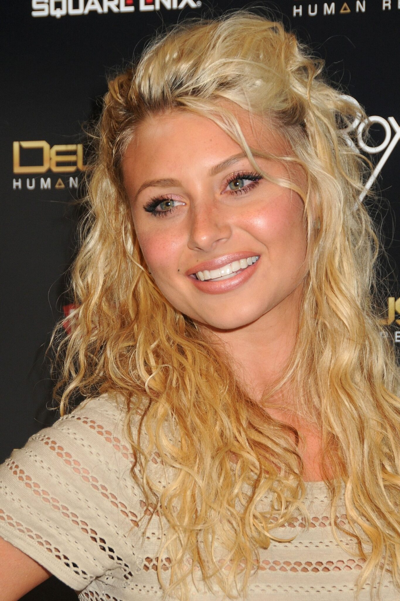 Aly Michalka - Images Gallery